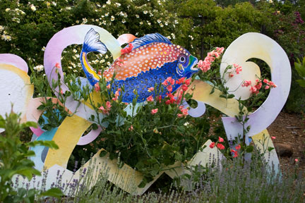 Sweetpeas-and-fish-sculpture