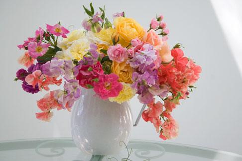 Sweet-pea-rose-bouquet