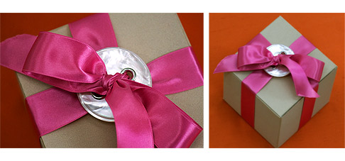 Button-Bow-Gift