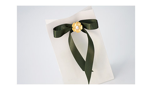 Flower-Button-Gift