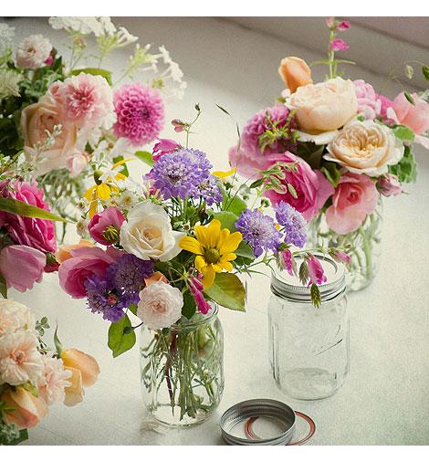 Roses-In-Mason-Jars