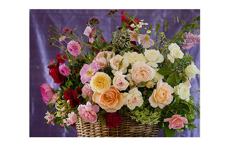 Pale-Roses-in-Basket