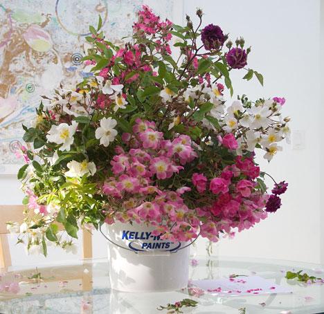 Rose-bouquet-in-bucket-liner