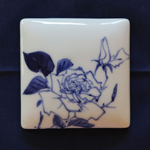 Hand-painted-rose-on-porcelain