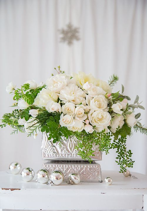 White-roses-in-silver