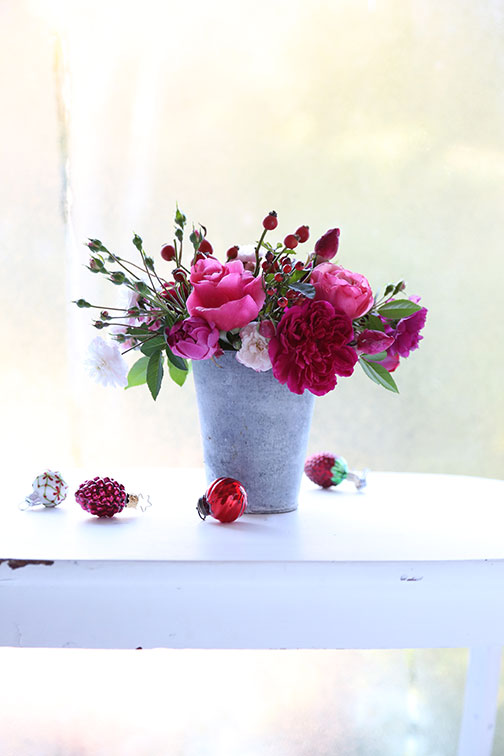 Red Roses For Christmas Rose Notes
