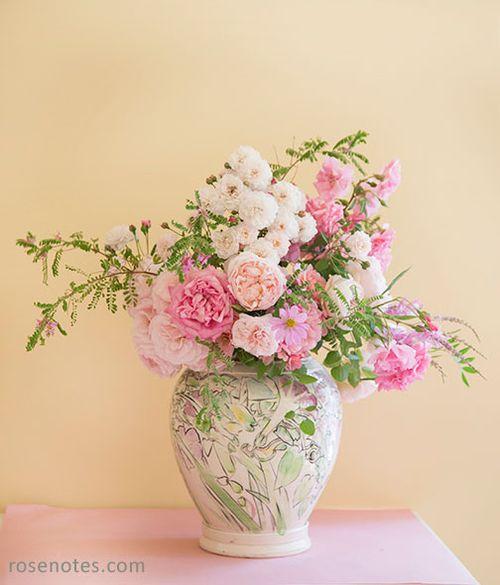 Pink-roses-in-vase