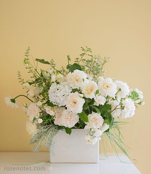 Arranging rose bouquets rose notes white rose arrangement mightylinksfo